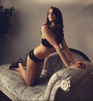 Priscylla adult dating in Lewisburg TN
